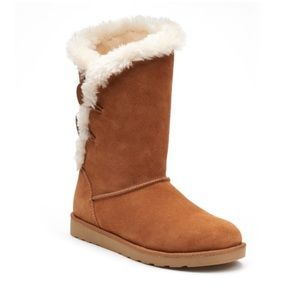 Image boots in chestnut.